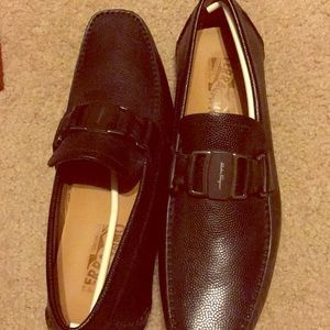 Ferragamo shoes worn 1 time. very good condition !